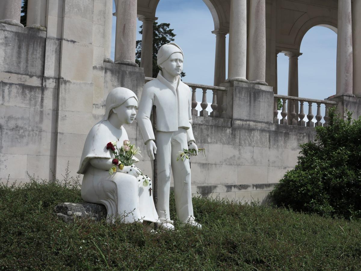 23.天主教聖堂為什麼有這麼多雕像?基督教朋友常說天主教太多雕像,拜偶像,這些人像有什麼意思?