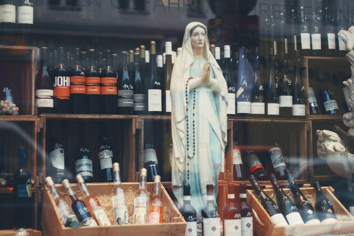 19.我每次祈禱都是向天主祈禱,那是否代表我不是向聖母祈禱?但教會有聖母經,這是否代表我們也要向聖母祈禱呢?